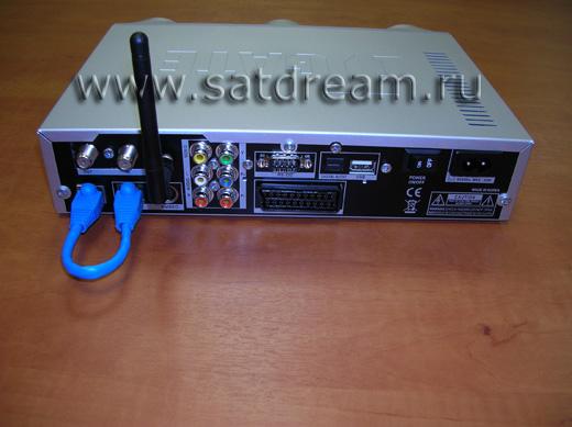 Задняя панель ITGate TGM 220 WiFi с установленной антенной и патч-кордом